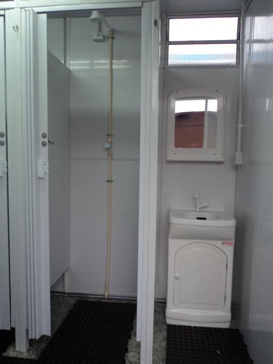 Higienização de banheiro quimico : Container vip luxo chuveiro